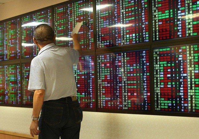 美中談判變數牽動台股18日交易量降至800億元。 報系資料照