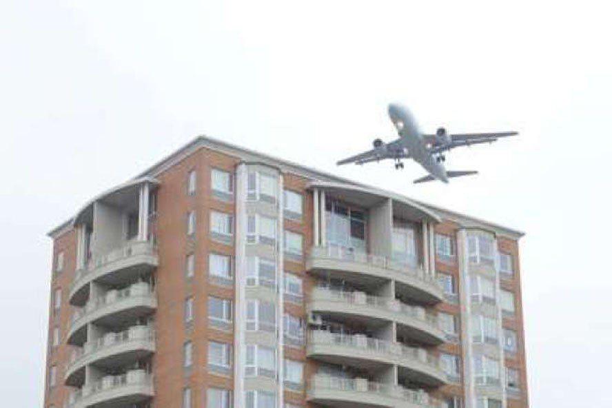 飛機噪音對紐約皇后區房地產衝擊大,甚至恐導致居民減壽。(本報檔案照)