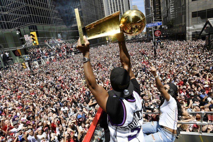 NBA暴龍隊今下午在多倫多舉辦總冠軍遊行傳槍響。美聯社
