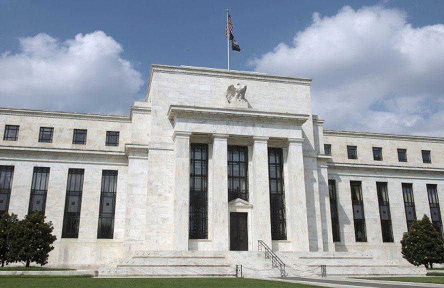 因投資人對本周重要的聯準會(Fed)會議密切關注,股市小幅上漲。(美聯社)