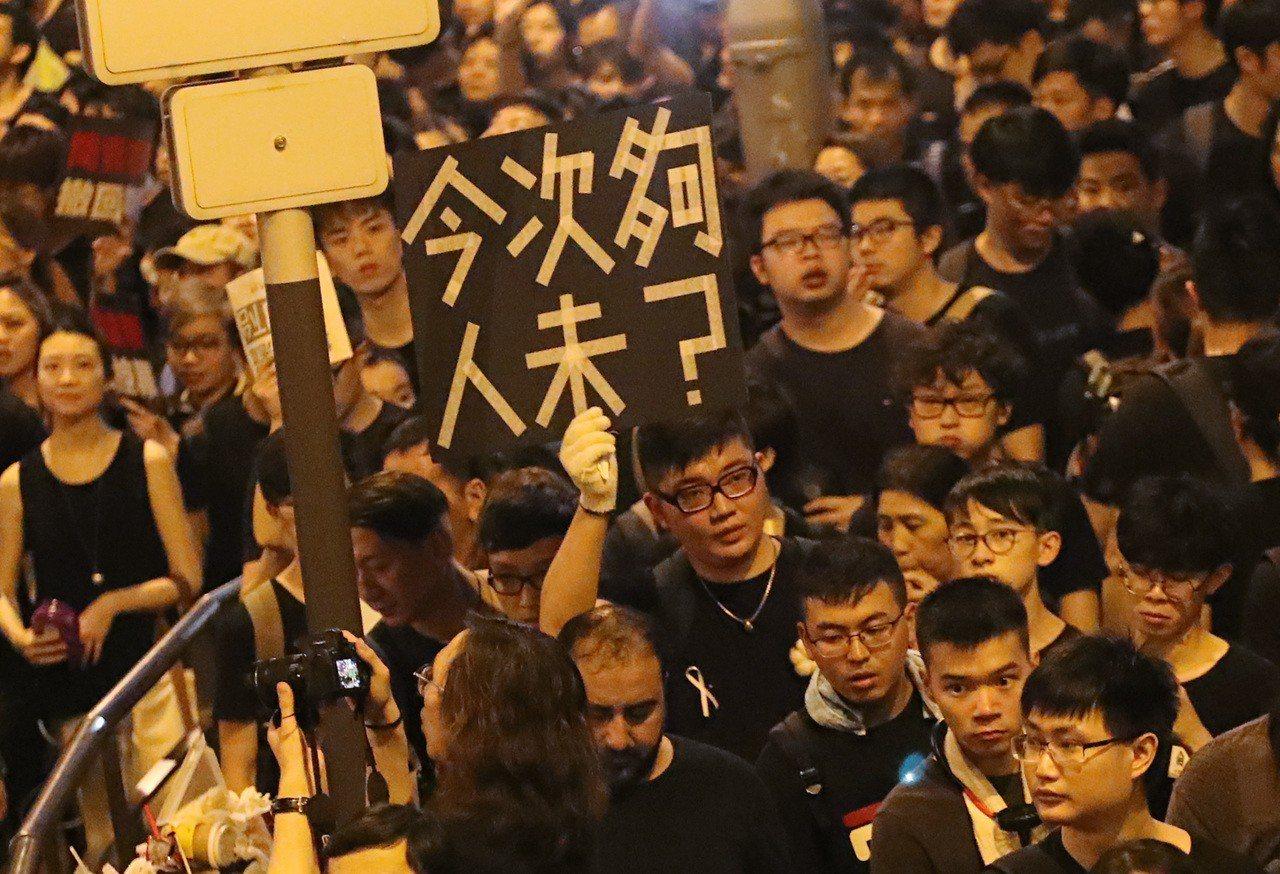 美媒:港青抗爭轉強 發展社運新模式 無領袖模式 避免領頭羊入獄 群眾默契「如AI...