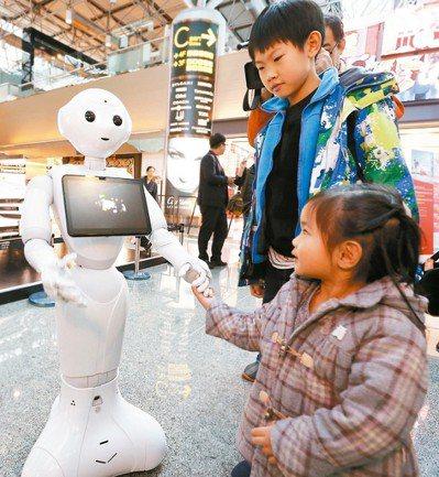 教育部規畫國小AI教材,課綱卻刪除電腦課,有老師認為AI教育落實有困難。 圖/聯...