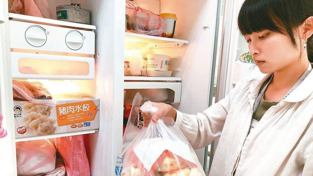 要避免細菌感染導致的食物中毒,應購買新鮮且適量食材,若無法立即吃完,應保溫在60...