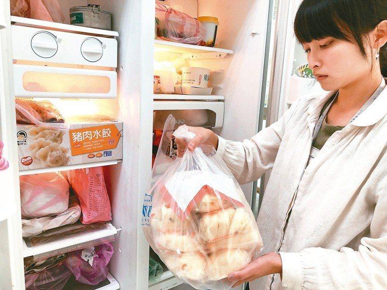 要避免細菌感染導致的食物中毒,食物進冰箱兩天內須儲存在7度以下,若要冰超過兩天,...