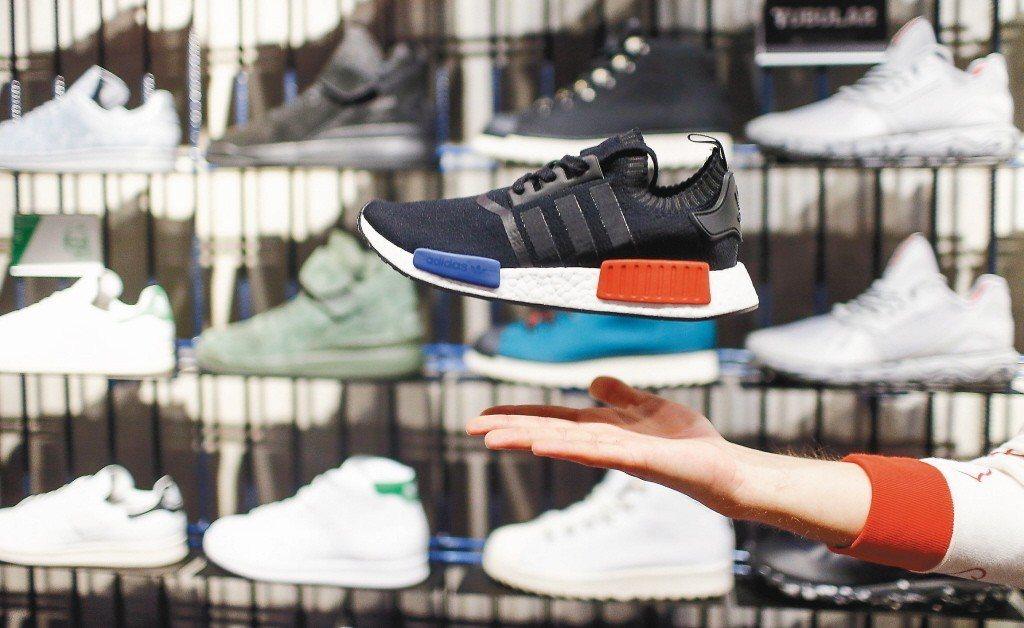 今年前5月,違規進口仿冒品數量最大的品牌為愛迪達(Adidas)。 路透