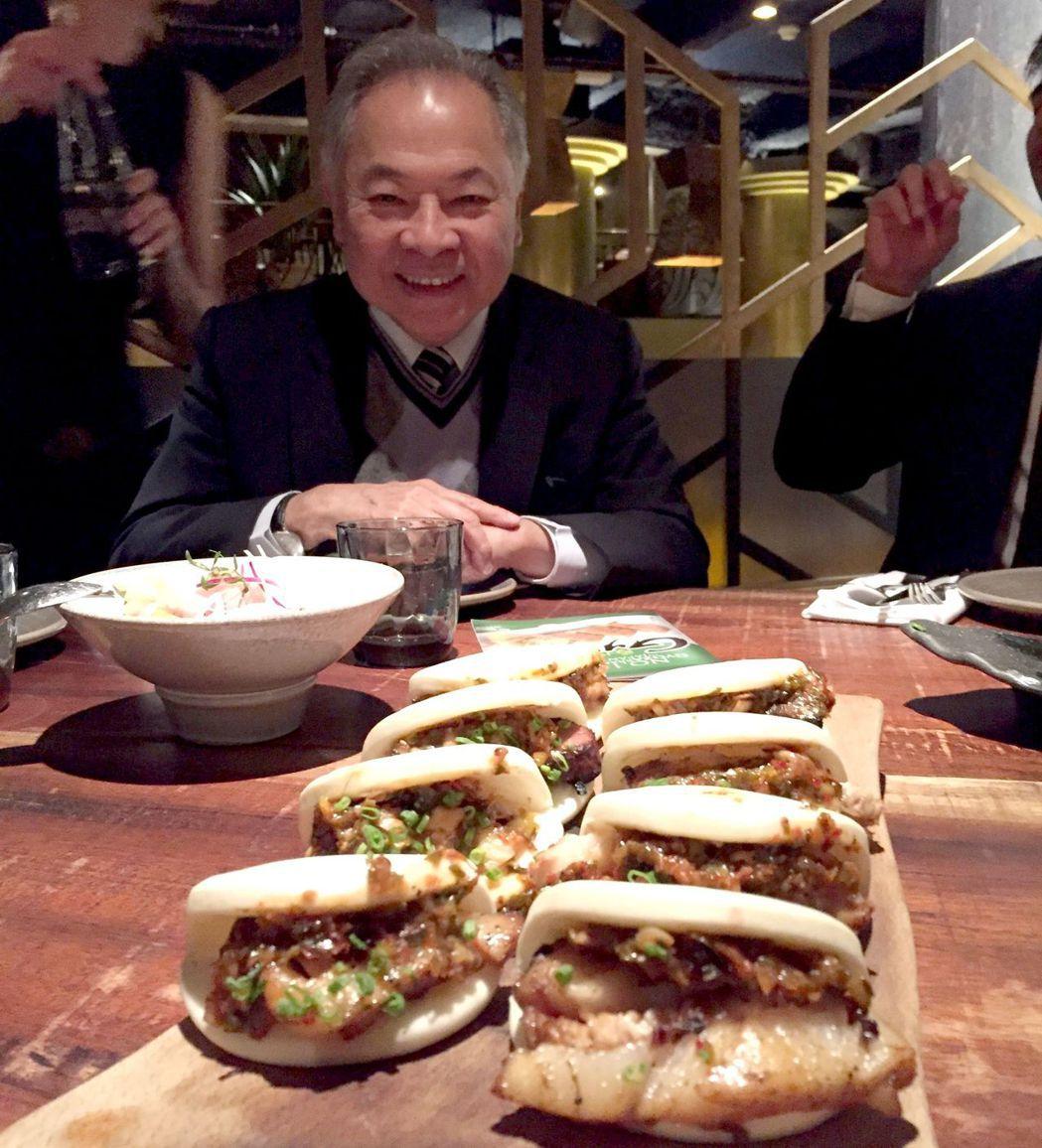 董事長宋光夫成功推廣奇美刈包到歐洲,讓高級餐廳變出新美味。 奇美食品/提供