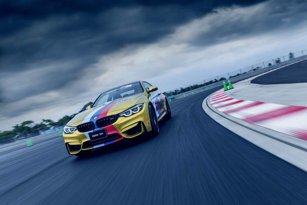 BMW M4 Competition搭載BMW TwinPower Turbo直...