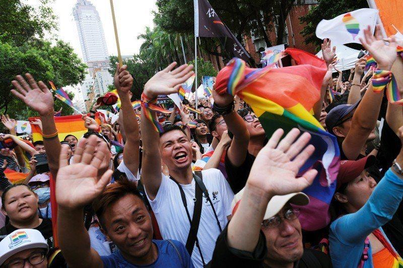 當台灣立法院三讀通過同婚專法時,大部分的德語電子媒體都即時作了相關報導,並以「亞洲第一」,歡呼台灣社會往更平等的方向邁進。 圖/路透社