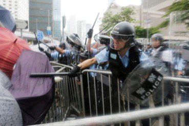 警察就要挺警察?暴政下,如何避免平庸的邪惡?