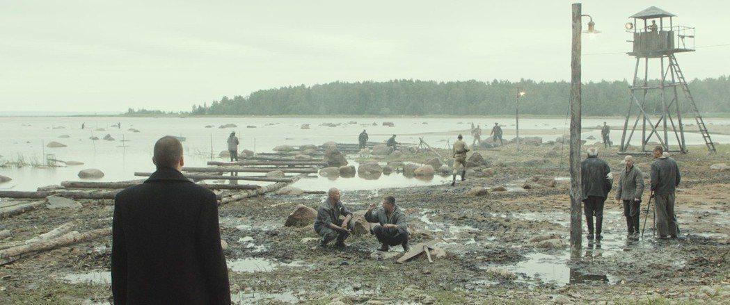 平日多甫拉托夫經常夢見早年在勞改營受盡煎熬的苦日子。 圖/佳映娛樂提供