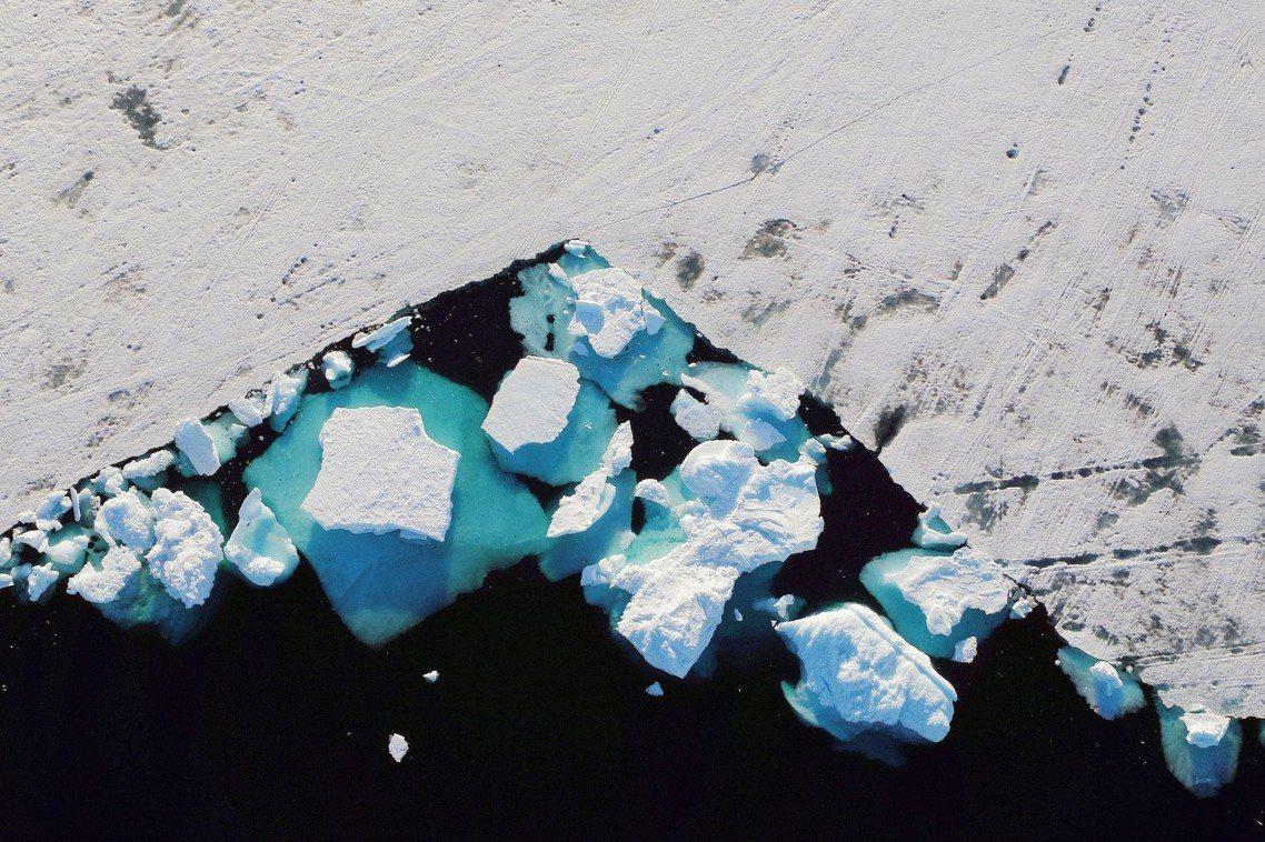 今年格陵蘭的融冰季節比往年提早了將近一個月,通常在6月至7月進入融冰季,今年卻提...