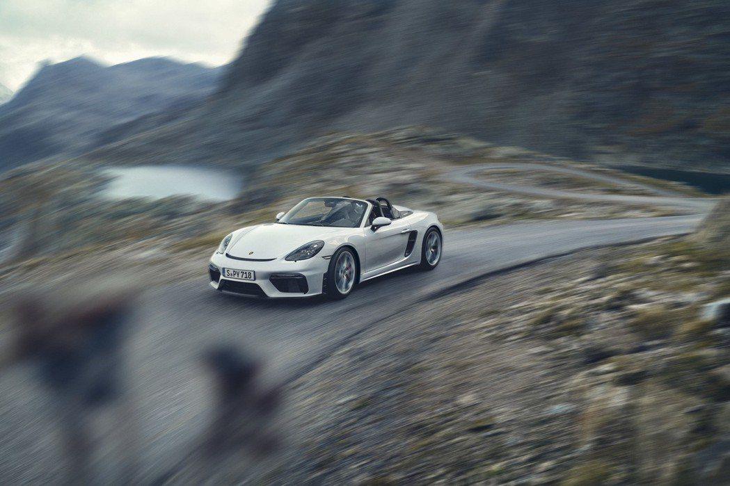 GT引擎提供線性流暢的動力輸出及隨傳隨到的動力反應,最高轉速達到 8,000 r...