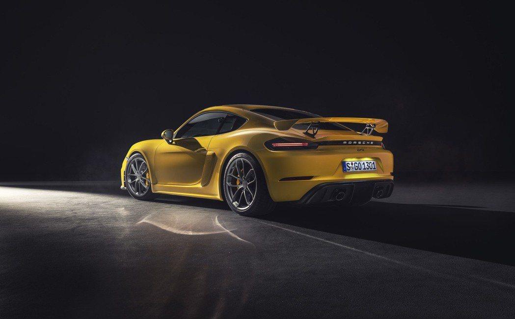 尾的固定式尾翼也提升空力效率,相對於前世代提升20%下壓力。 Porsche T...