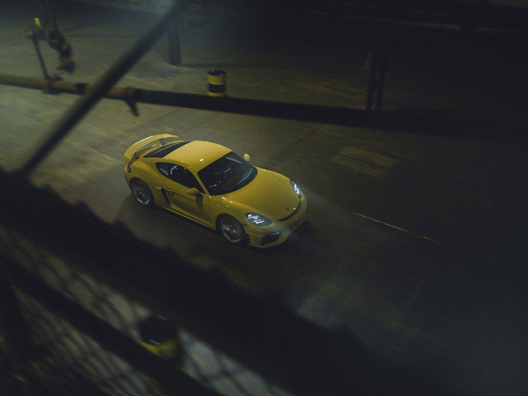 新一代動力輸出較前世代的Cayman GT4 多出 35 PS,來到420 PS...