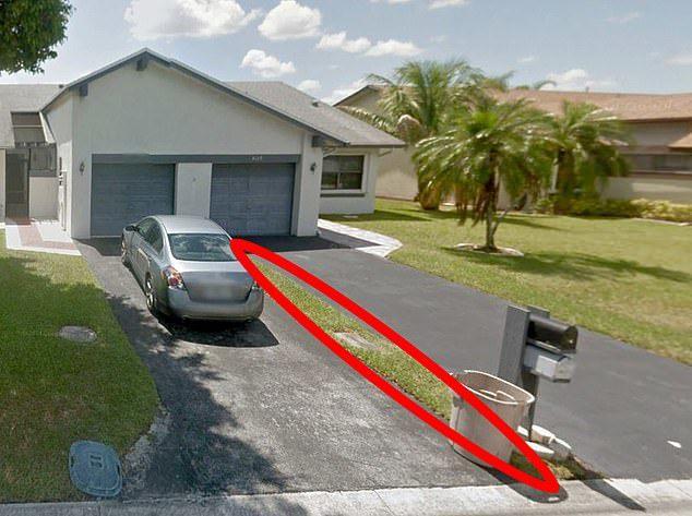 花28萬買別墅,沒想到只是屋前的一小條草地。圖擷自Daily Mail