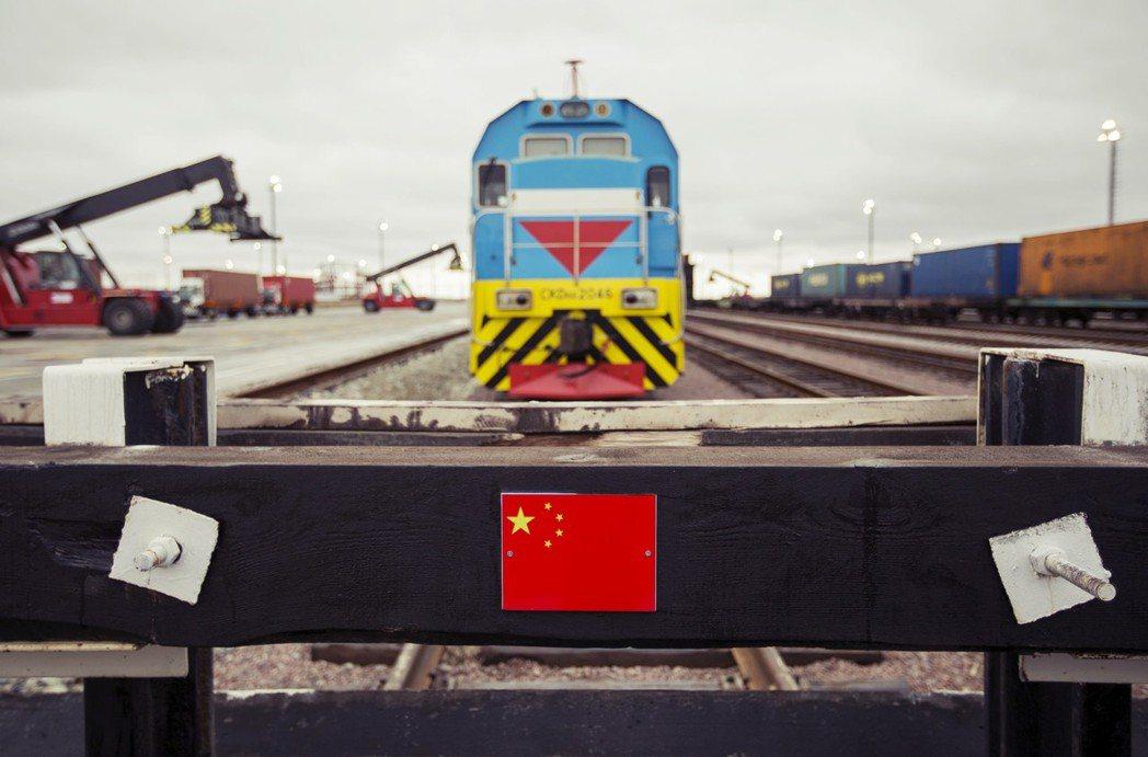對哈薩克而言,中國一帶一路的倡議雖然誘人,但對中國的企圖不無戒心——畢竟吉爾吉斯...