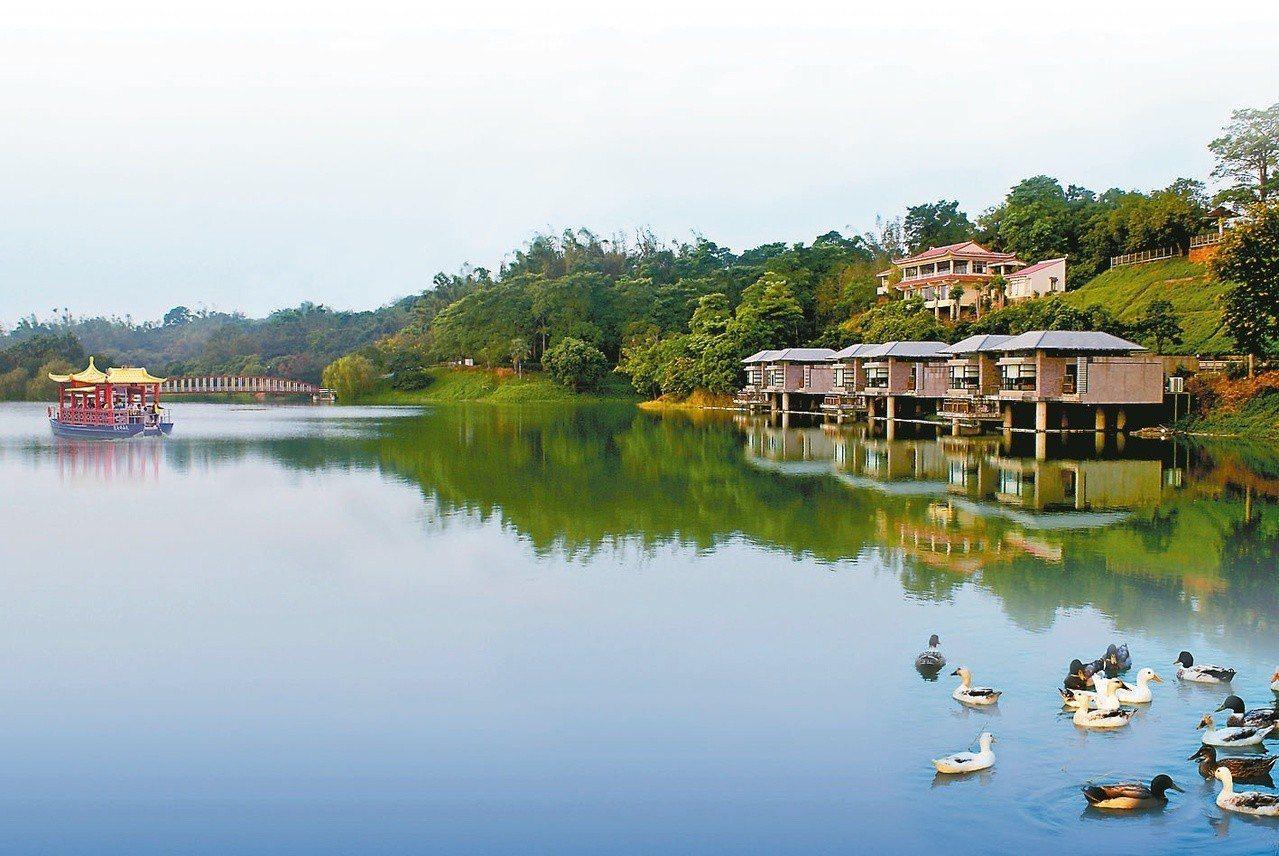 台南尖山埤江南渡假村秀麗的水庫景緻。