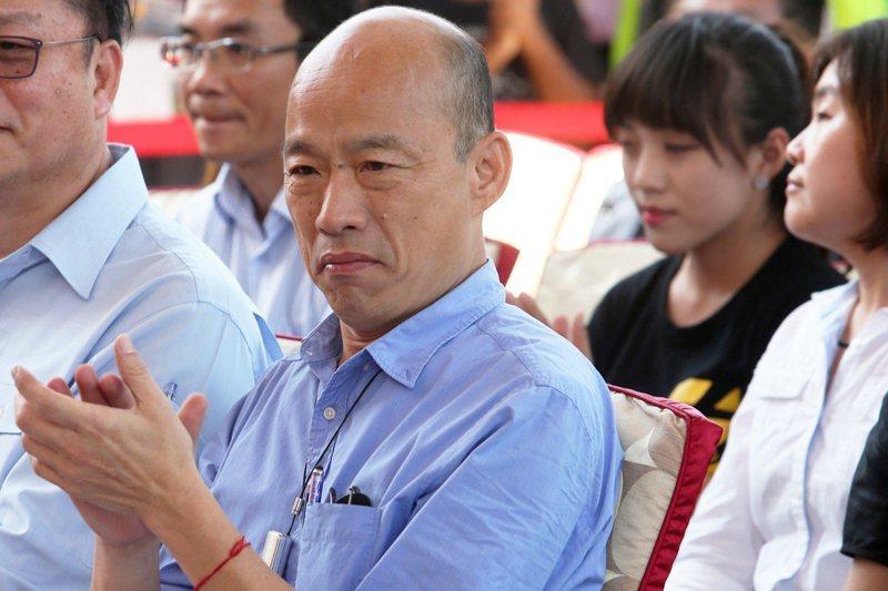 高雄市長韓國瑜。後方為時代力量高雄議員黃捷。 圖/聯合報系資料照