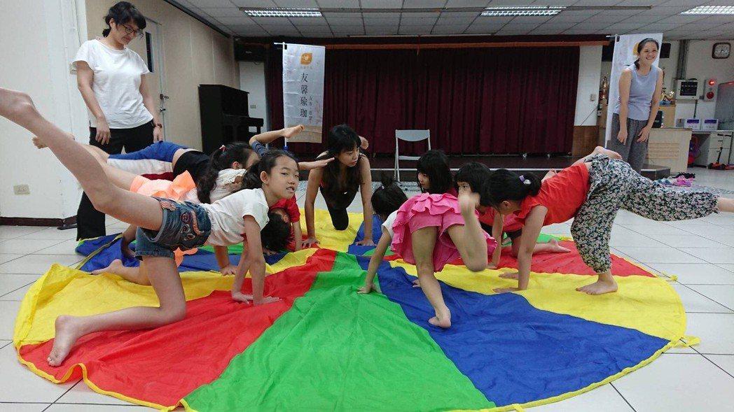 友馨瑜珈的兒童瑜珈體驗。 友馨瑜珈/提供