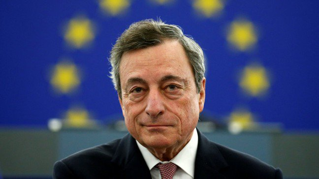 ECB總裁德拉基18日表示,若通膨展望未改善,可能再度寬鬆貨幣政策以提振通膨,立...