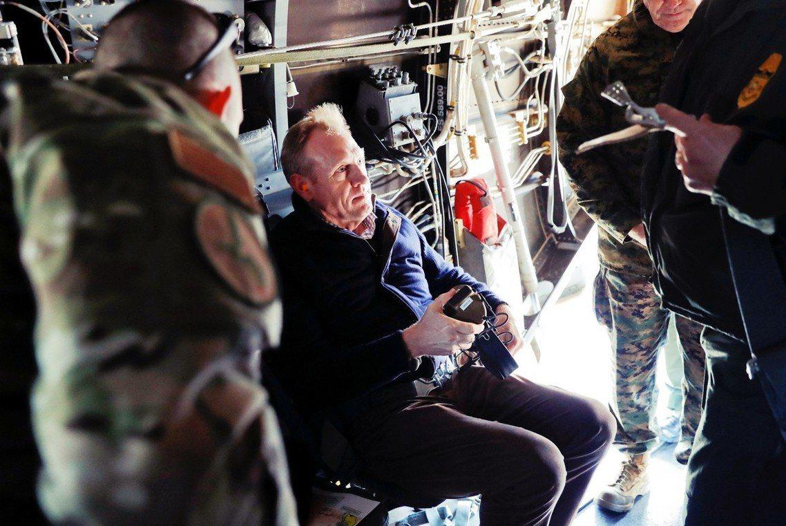 白宮目前已接受了夏納翰的辭呈,並指定現任陸軍部長埃斯伯(Mark Esper)接...