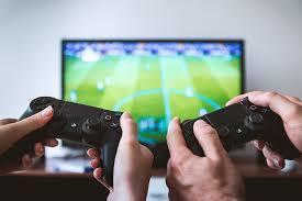 沉迷於電玩容易導致肥胖嗎? 成人較有此關聯。(photo by pixabay)