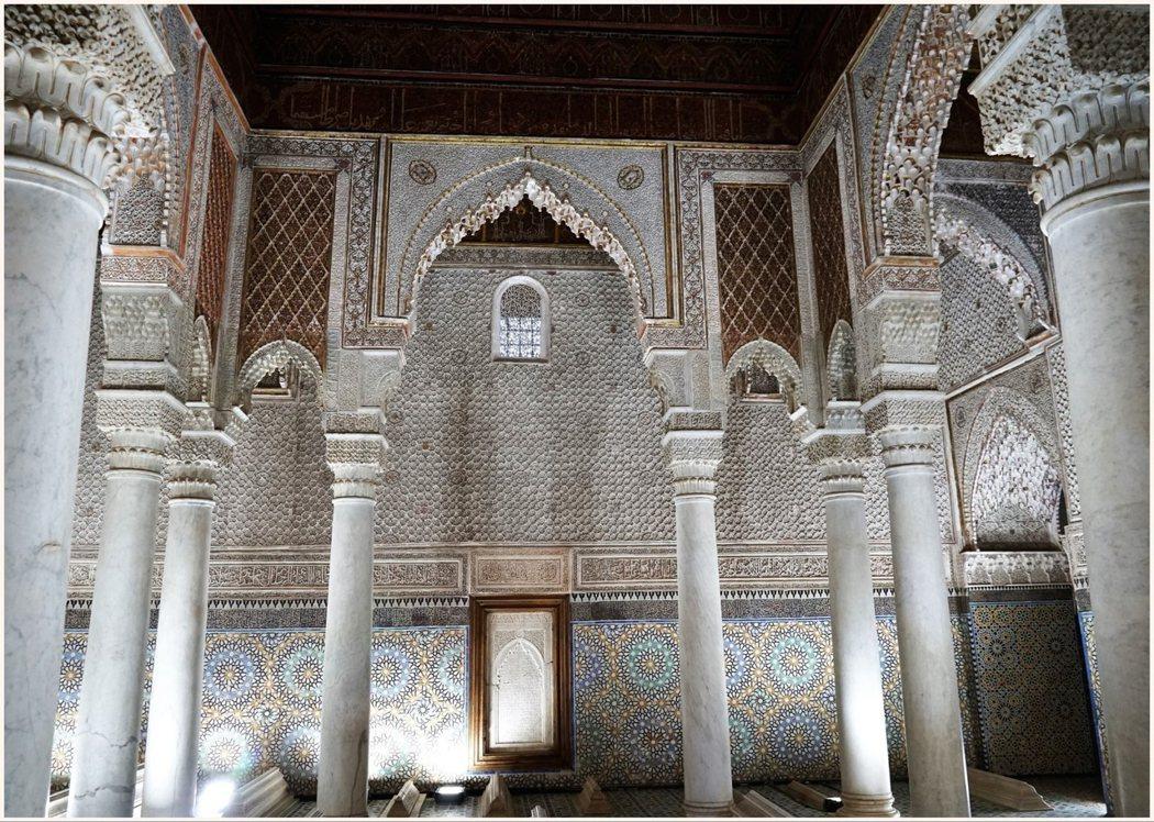 大理石柱的陵寢