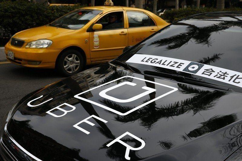 交通部長林佳龍表示,要把Uber留在台灣並納管、納稅,並幫助Uber人、車合法,...