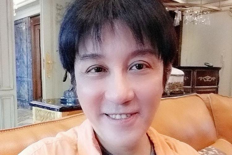 57歲的江明學傳在租屋處自殺身亡,他30年前推出首張專輯「秋意上心頭」,大賣25萬張,可惜近年生活窮困,去年更爆出吸毒,友人曾透露他疑似生活壓力大才做出錯誤選擇。而江明學從去年底就在臉書上透露可能會...