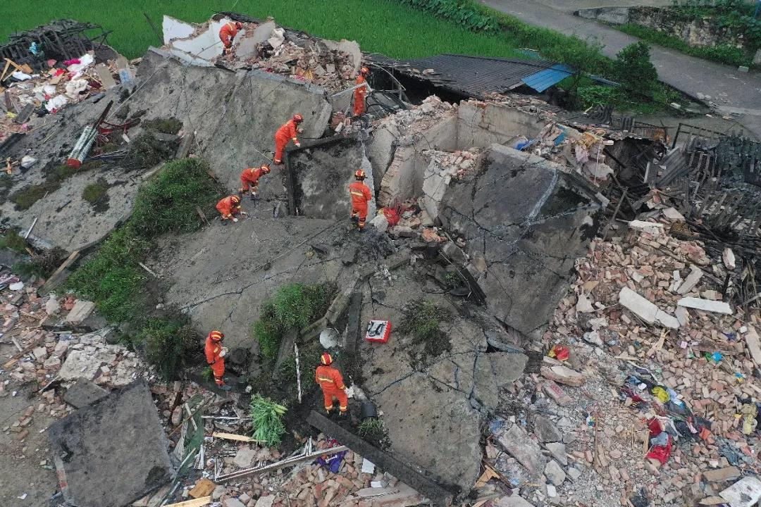 四川省宜賓市長寧縣17日晚間發生地震,已造成12人死亡,125人受傷,部分房屋、...