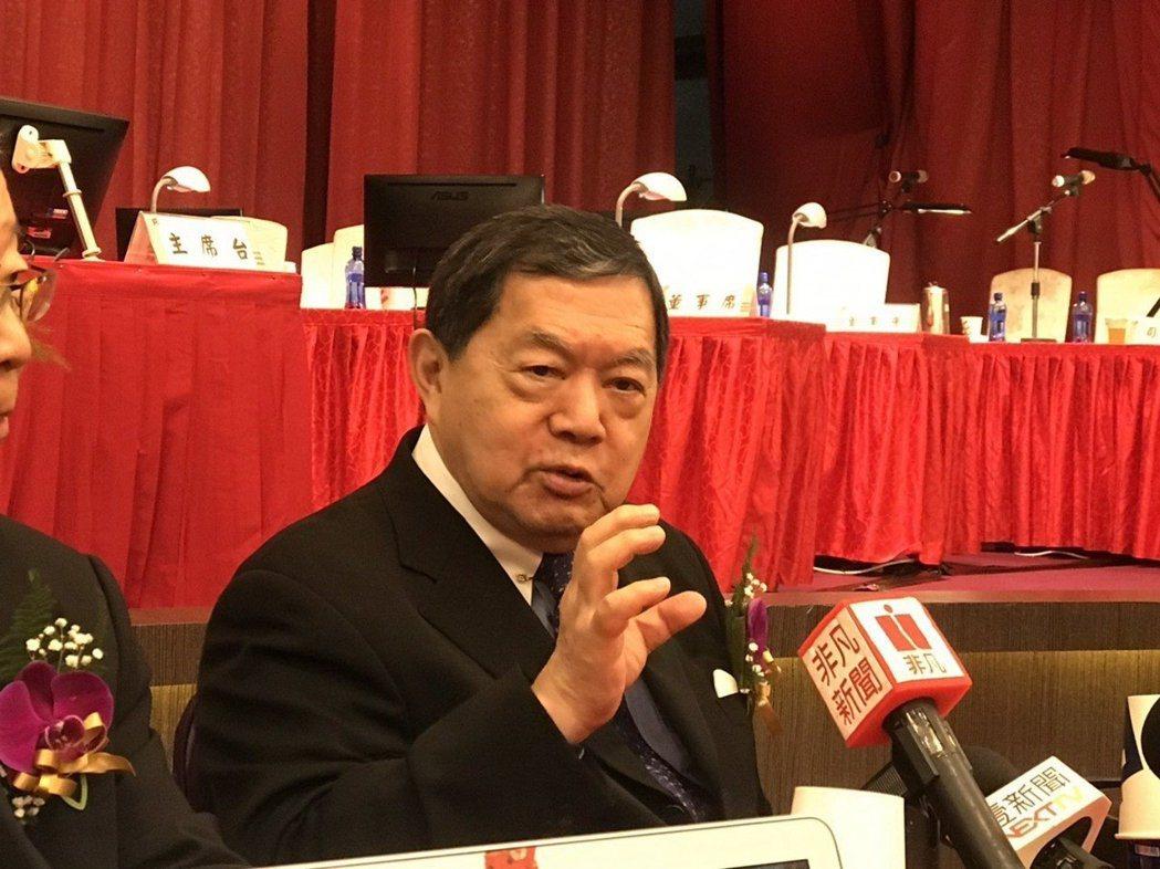 徐旭東出席遠傳電信股東常會談郭、韓。 記者邱馨儀/攝影