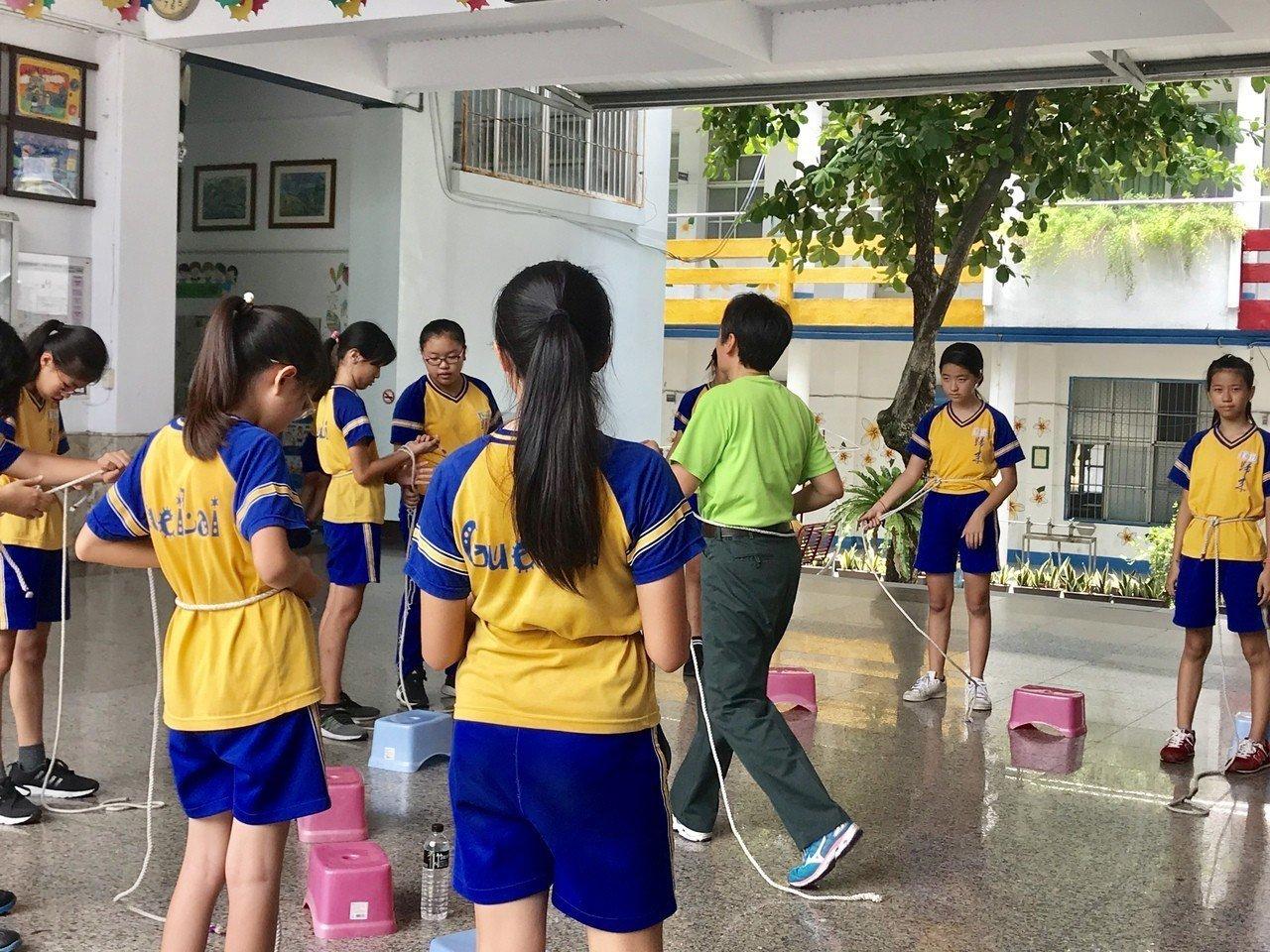 屏東市歸來社區發展協會,規劃為期3周的「歸來五大日學習營隊活動」,讓家長能安心在...