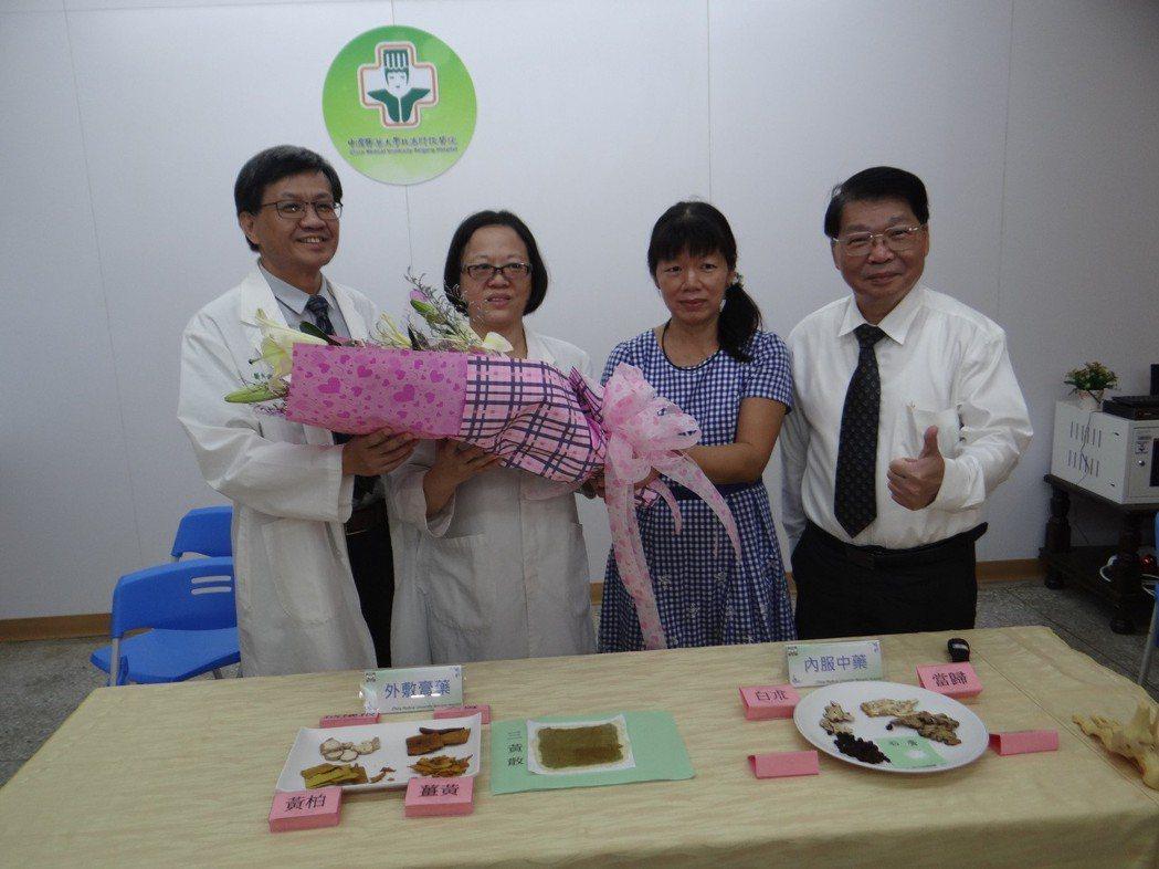 陳小姐感謝媽祖醫院中西醫合療,讓她很快重拾生活。記者蔡維斌/攝影