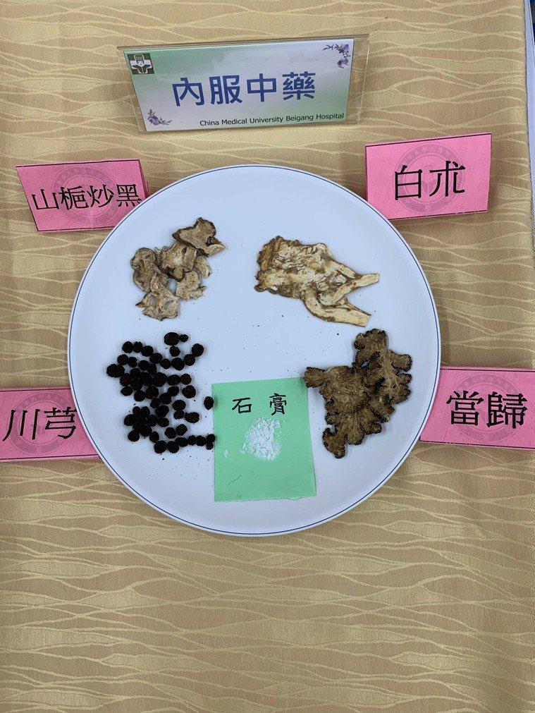 中醫藥方內服外敷,效果佳。記者蔡維斌/攝影