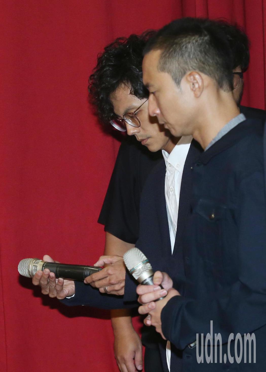 「浩角翔起」合體在公司時代創藝主導下合體,出面開記者會,阿翔(左)在浩子陪同下,