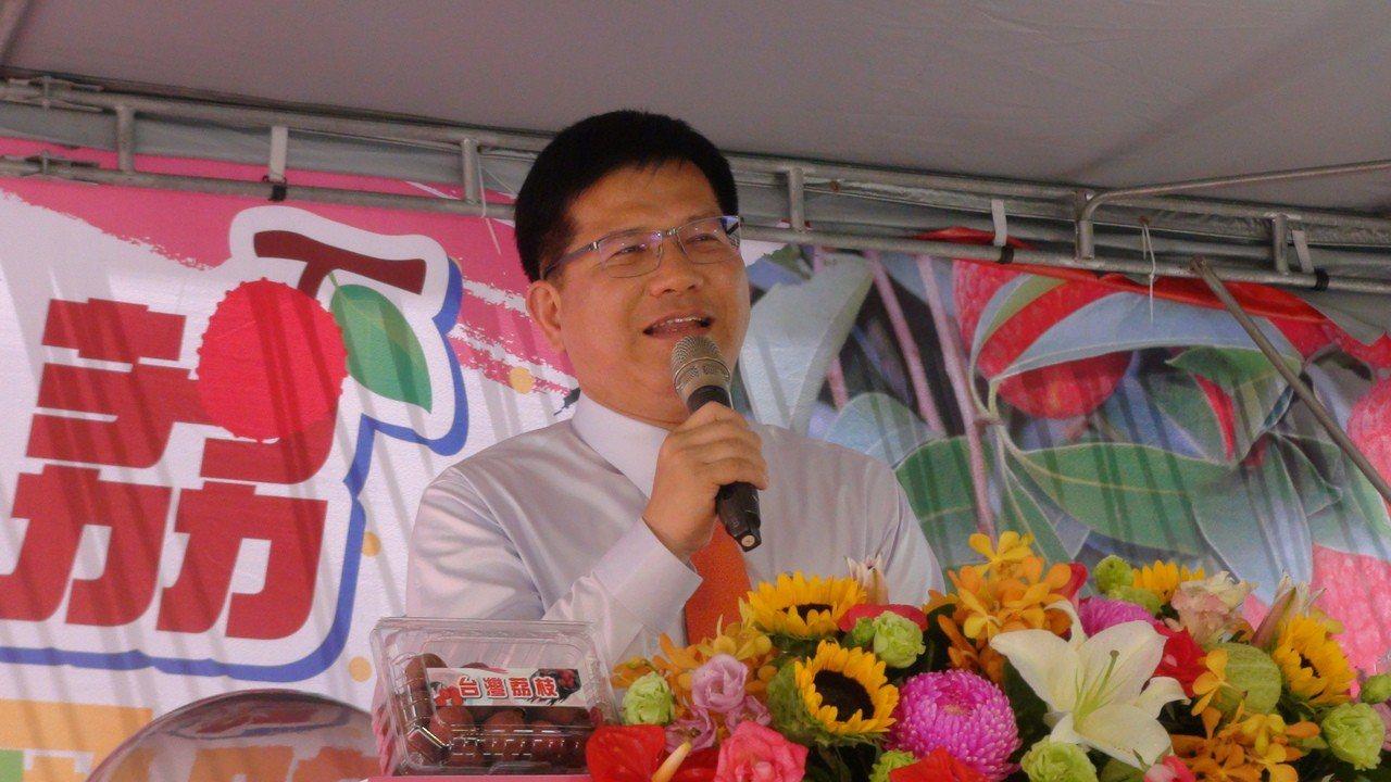 交通部長林佳龍今天參加「台中美荔、行銷國際」活動,對於政治議題,一律以「不談選舉...
