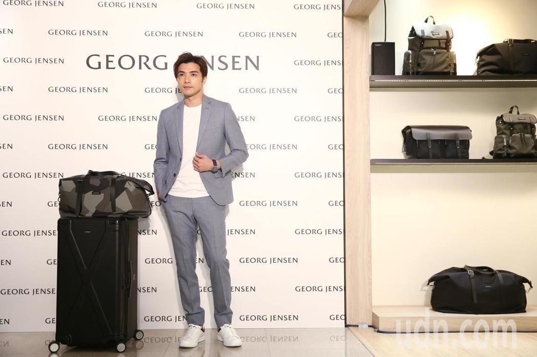 藝人賀軍翔出席行李箱品牌開幕,直言很愛此款行李箱的大容量設計。記者曾原信/攝影