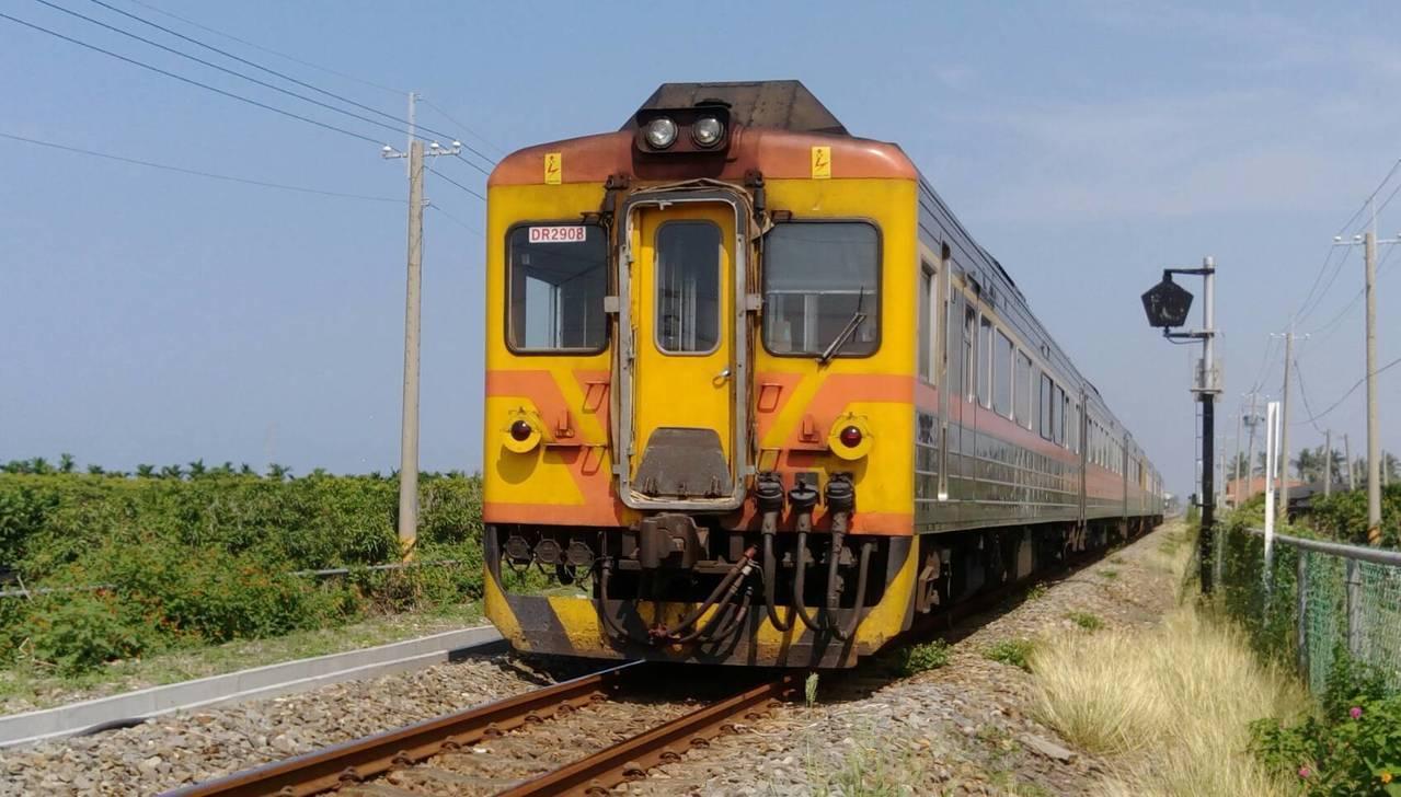 台灣斯巴克也釋出20個火車車廂清洗作業員及隨車火車清洗員的工作機會。圖/報系資料...