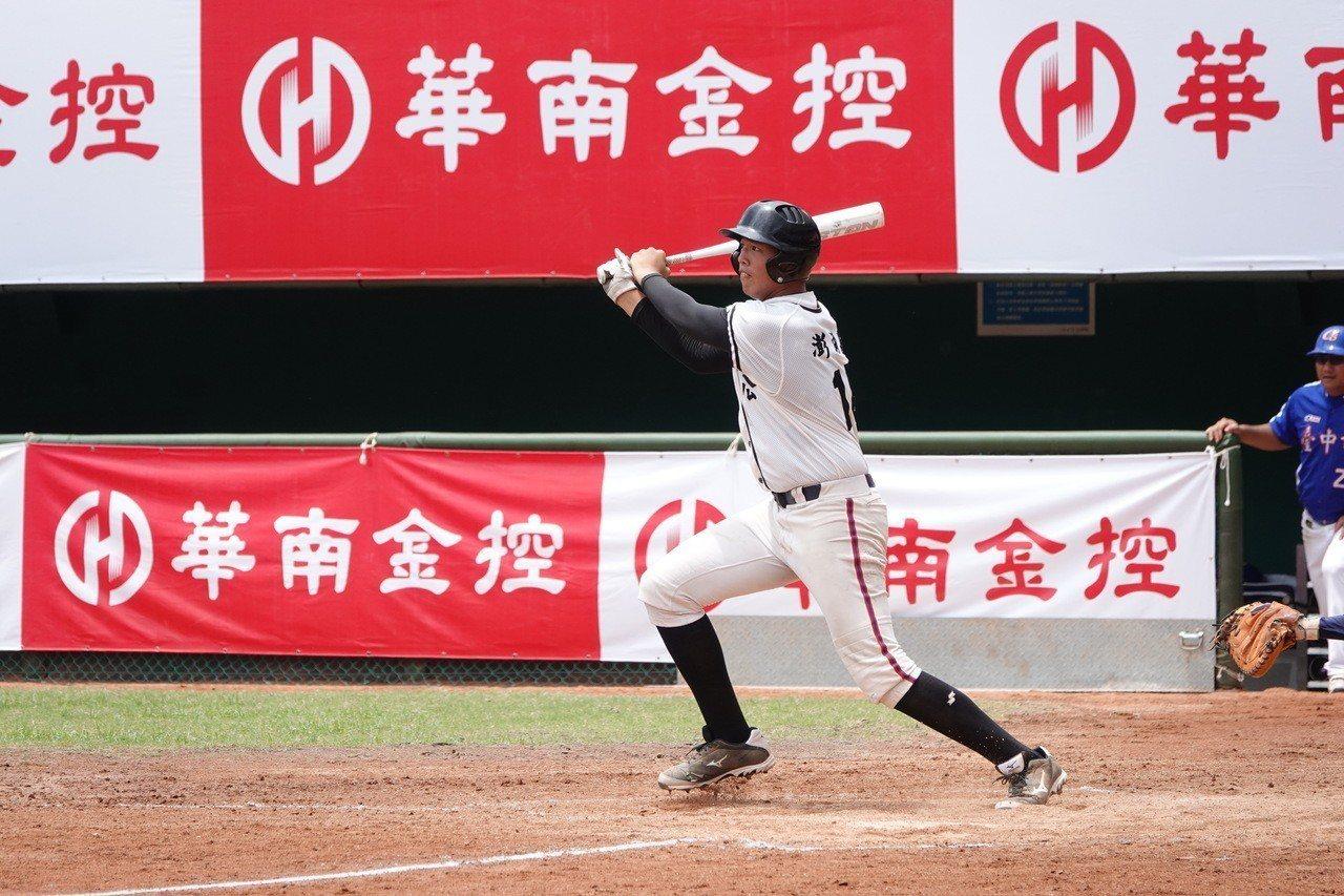 108年華南金控盃青少棒,澎湖縣辛俊昇投打兩方面都有好表現。記者蘇志畬/攝影