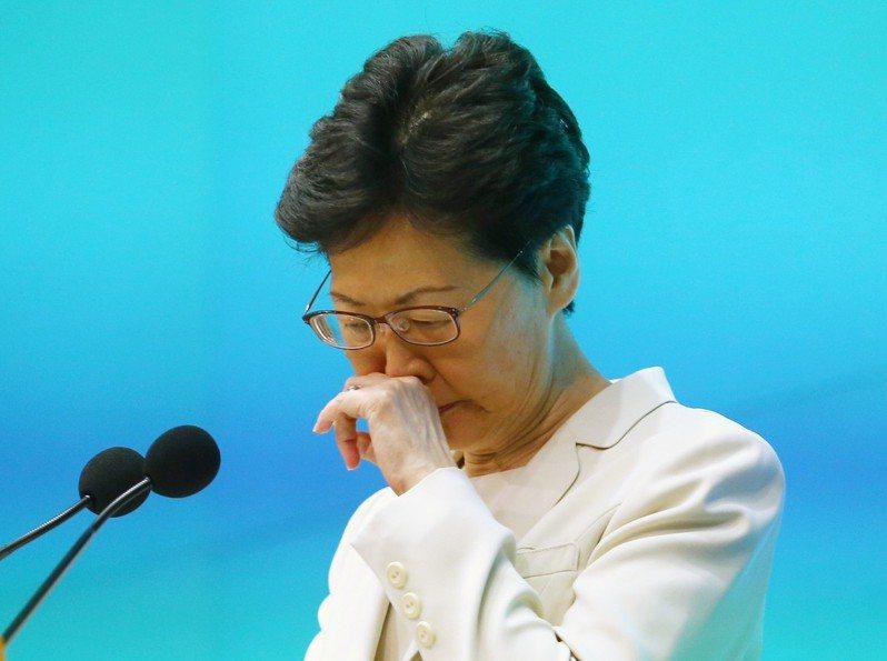 香港行政長官林鄭月娥下午舉行記者會,聲明針對處理修例工作不足,要負好大責任,並向市民真誠道歉。特派記者王騰毅/攝影