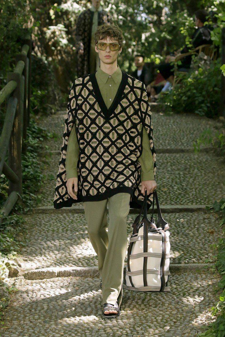 皮革等面料的鏤空或鐳射切割,表現品牌工藝。圖/FENDI提供