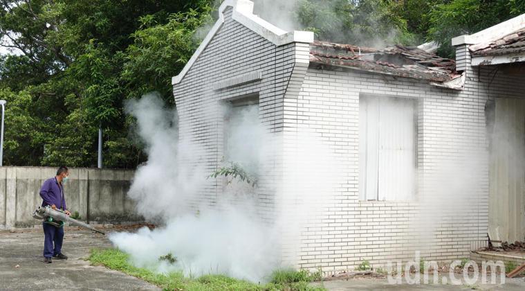 定期環境消毒,防止登革熱蔓延。 聯合報系資料照 記者劉學聖/攝影