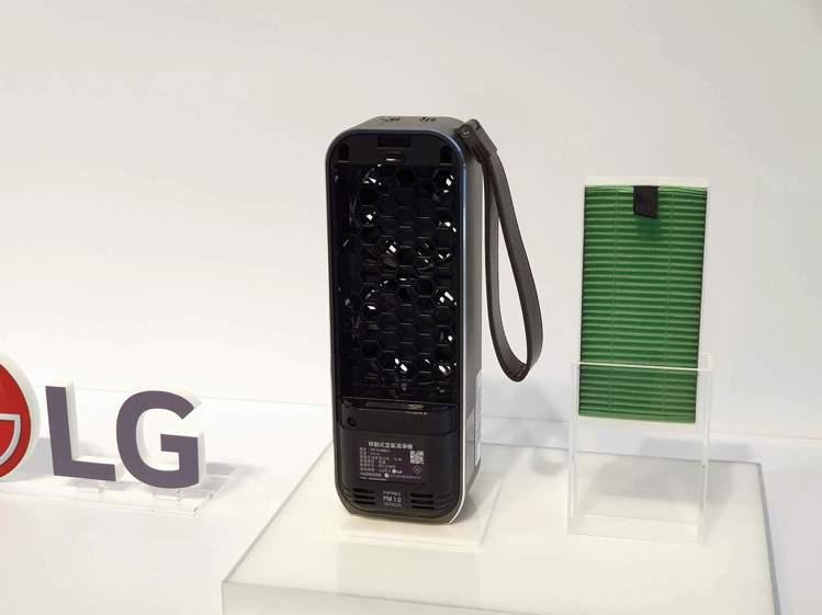LG PuriCare Mini隨身淨空氣清淨機使用抗敏HEPA濾網及抗微塵濾網...
