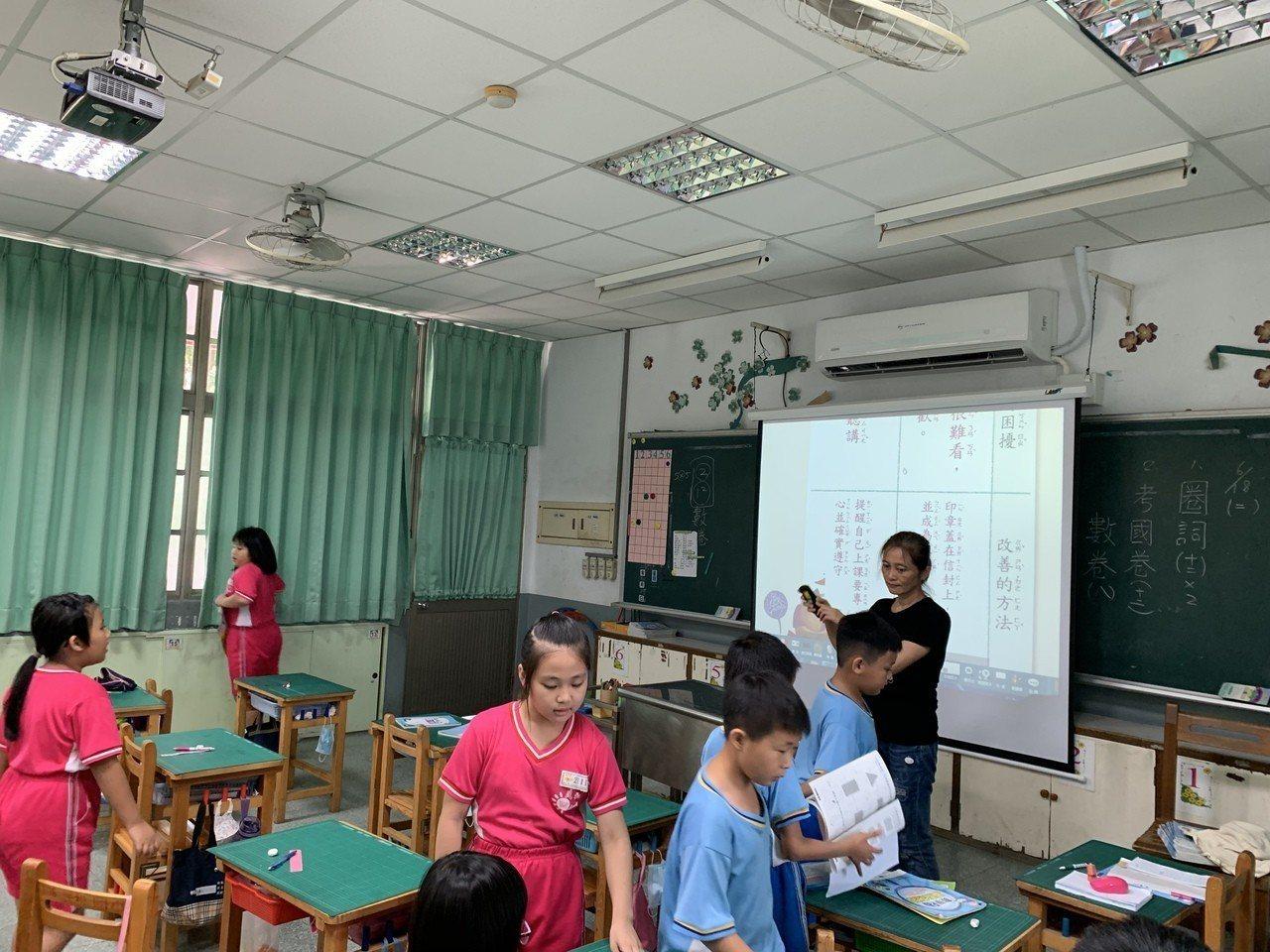 屏東市民和國小去年起班班有冷氣,師生都覺得舒適許多。記者翁禎霞/攝影
