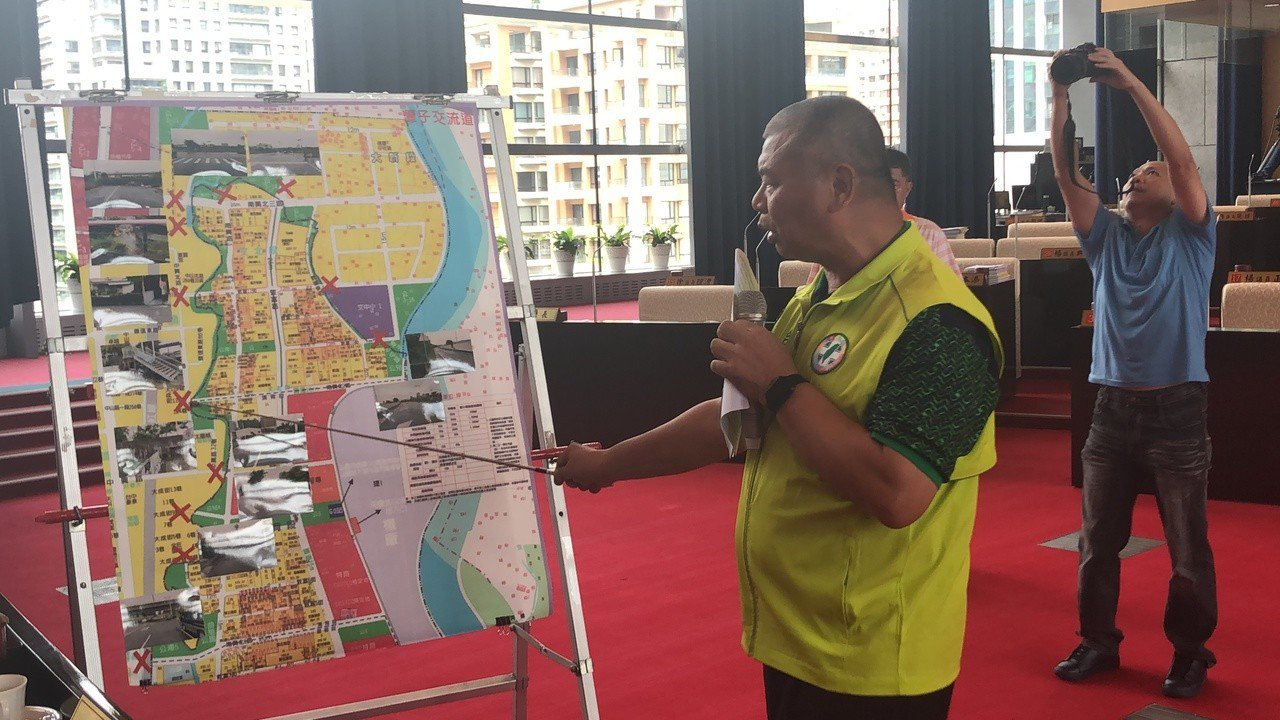 台中市議員蕭隆澤建議市府做好區域發展計劃。記者陳秋雲/攝影