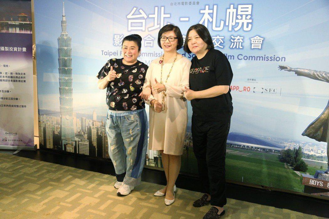 林美秀(左起)、台北市電影委員會總監饒紫娟及邱瓈寛出場宣佈最新一集「最佳拍檔」即