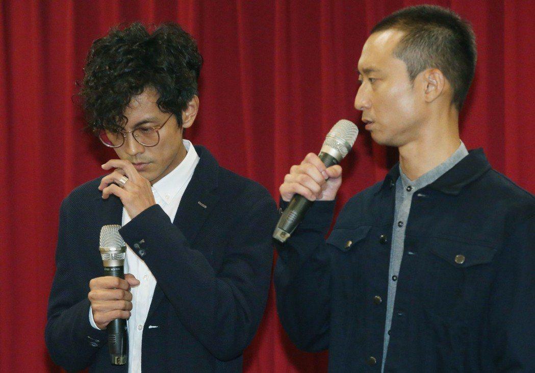阿翔(左)在浩子陪同下,一起向大眾及家人道歉。記者林俊良/攝影