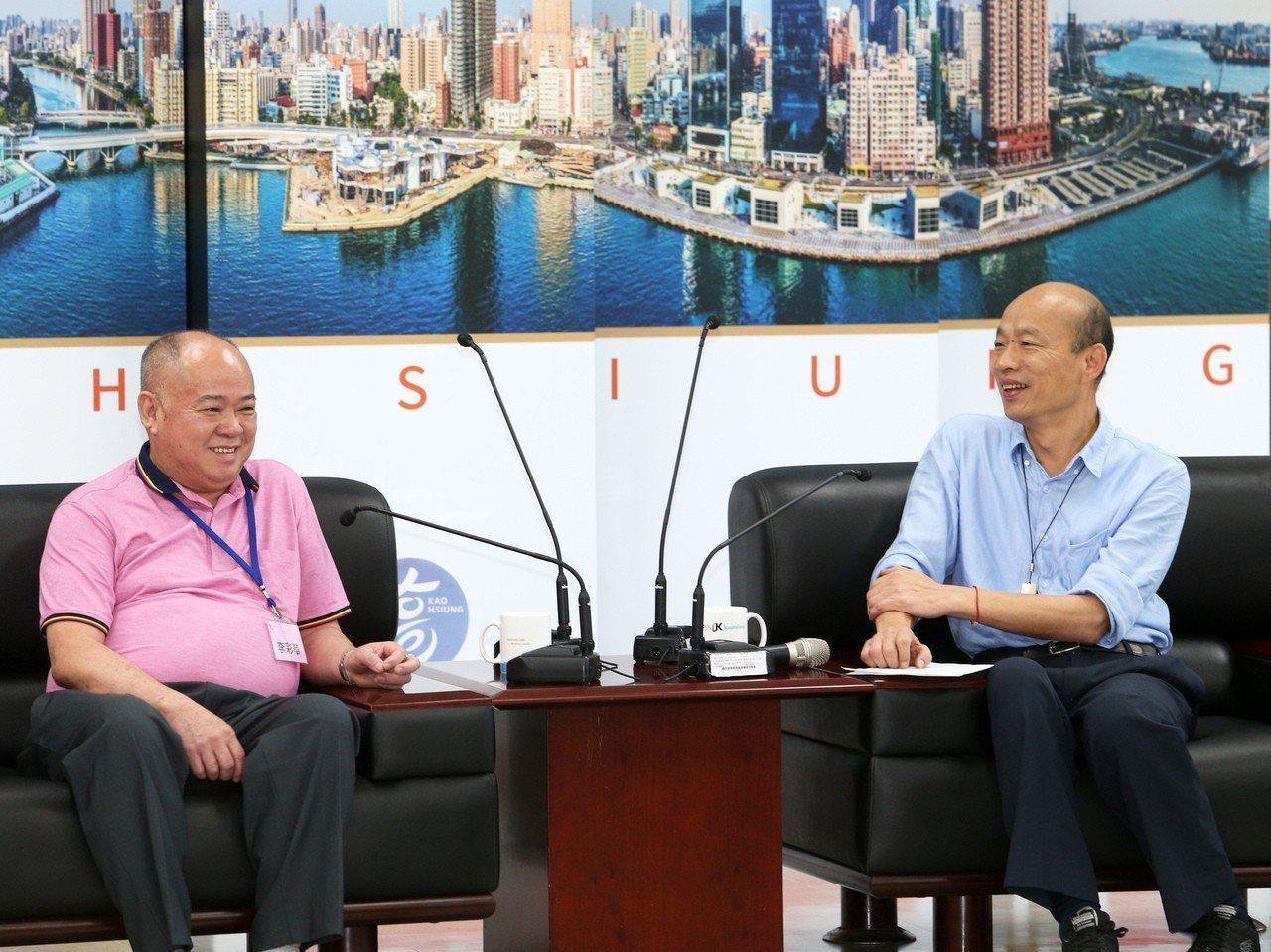 香港海鮮業聯合總會主席李彩華(左)率團拜會高雄市長韓國瑜,當場表示提高年採購量2...
