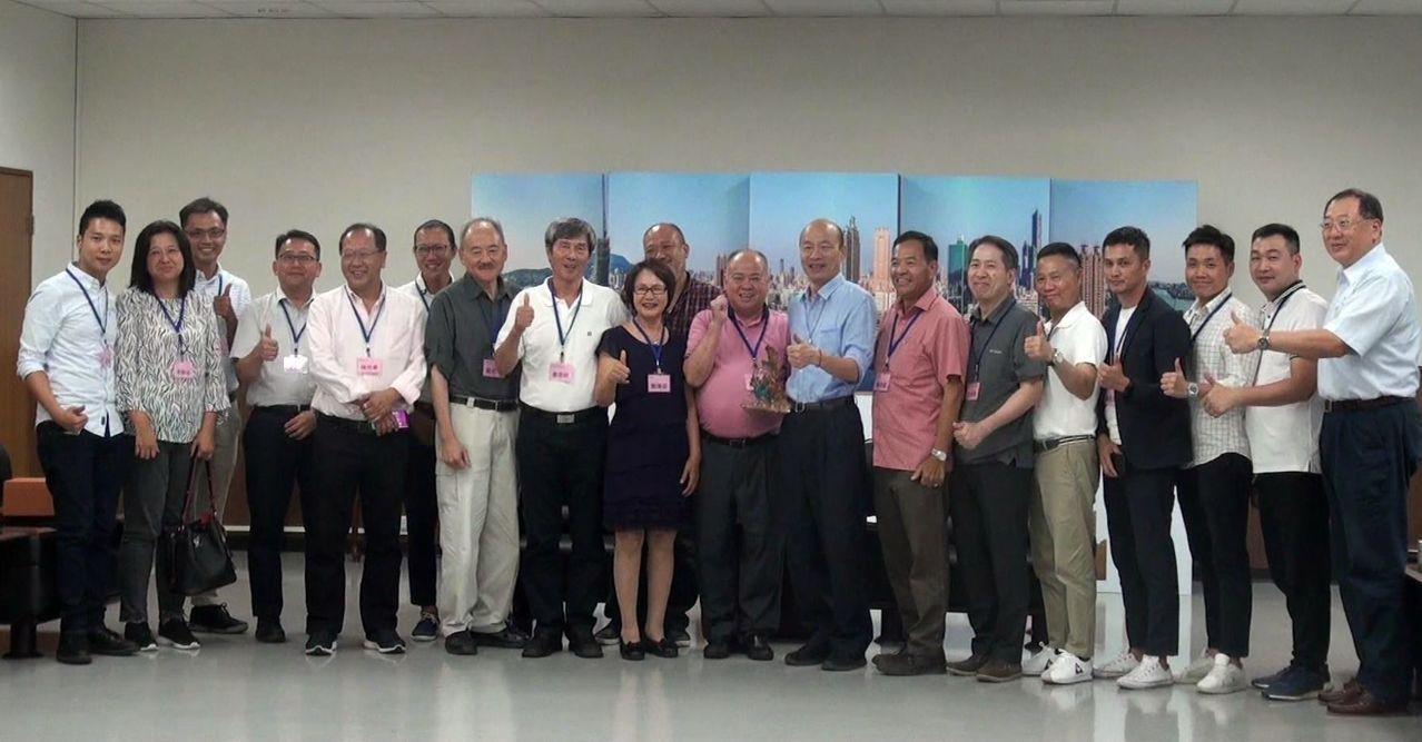 呼應「高雄發大財」政策,香港海鮮聯合總會率團拜會高雄市政府,並加碼採購2000公...