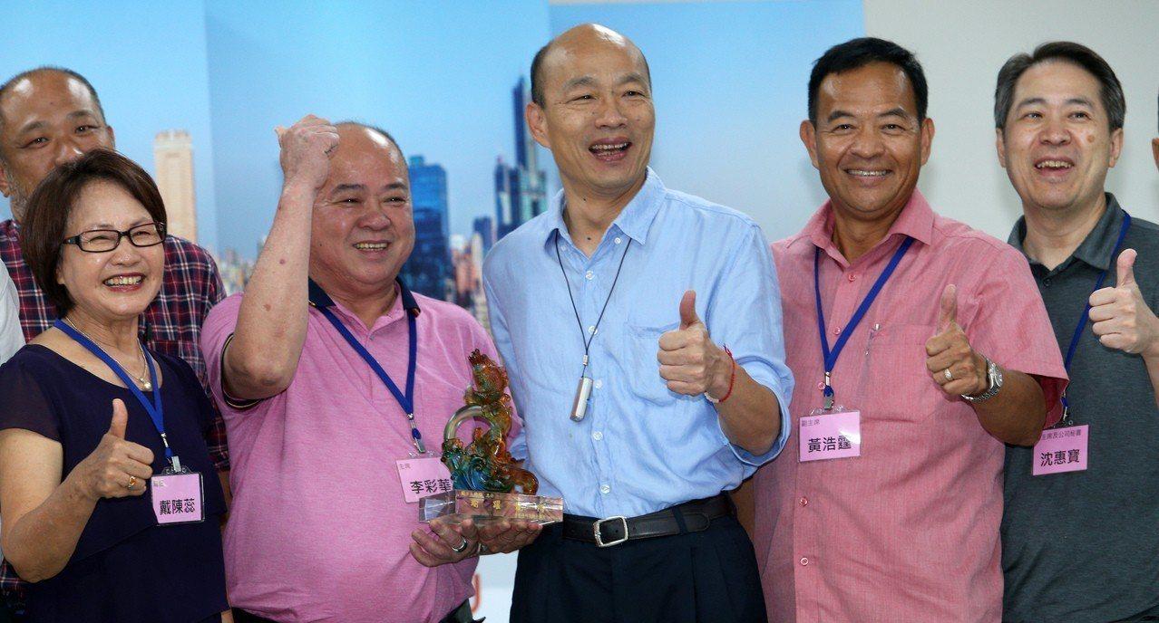 香港海鮮業聯合總會拜會高雄市長韓國瑜,對台灣的養殖技術讚不絕口。記者劉學聖/攝影